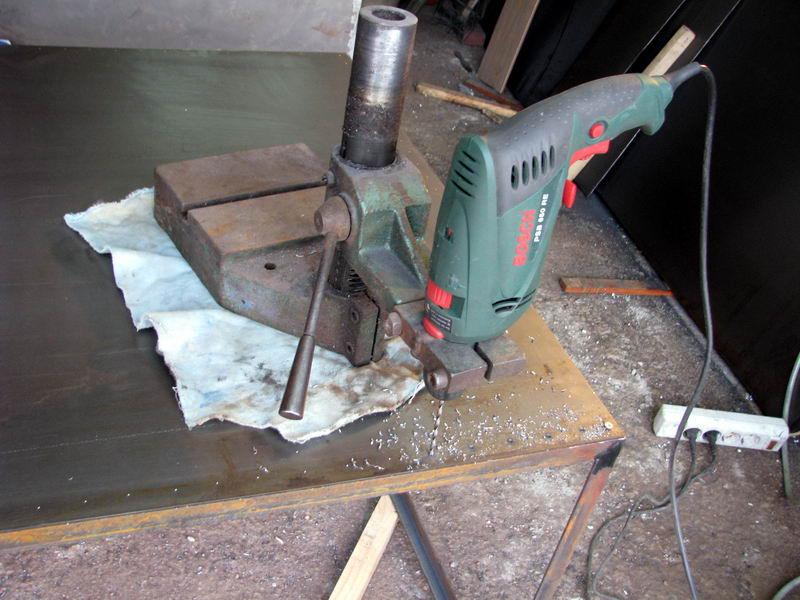 Как сделать маленькую дырку в металле